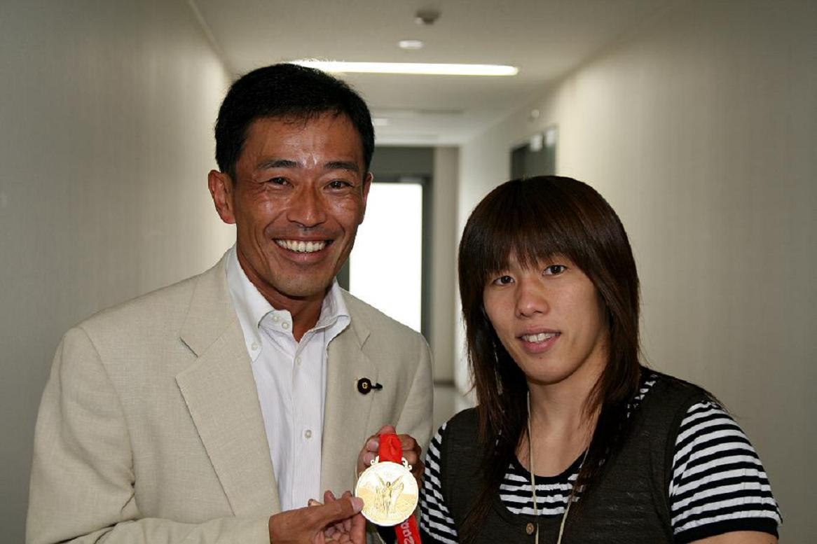 女子レスリング吉田選手金メダル報告に来訪
