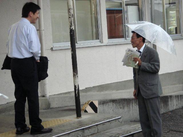 駅立ち(JR稲枝駅)