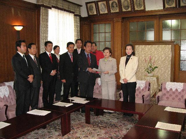 滋賀県へ緊急雇用対策の要請書を提出