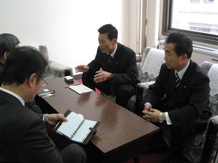 芹谷ダム問題で協議(滋賀県庁)