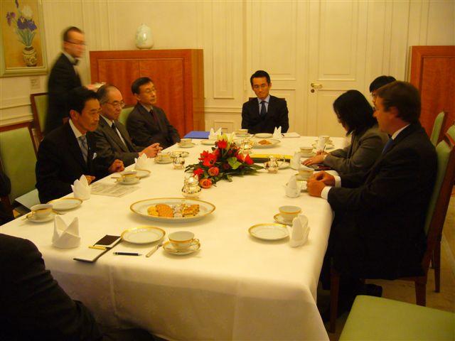 UNEPシュタイナー事務局長とのバイ会談(1)