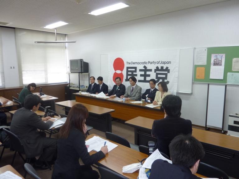 党県連新役員による記者会見