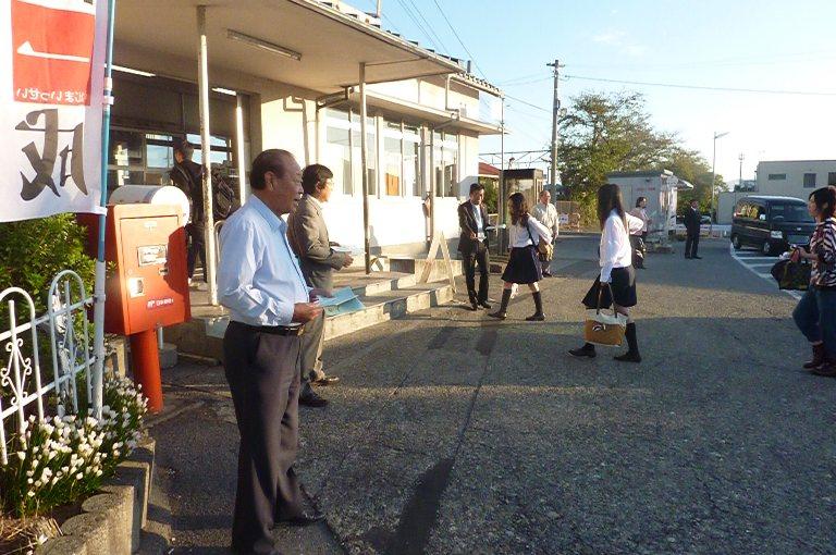JR稲枝駅にて駅立ち