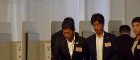 投票する田島議員