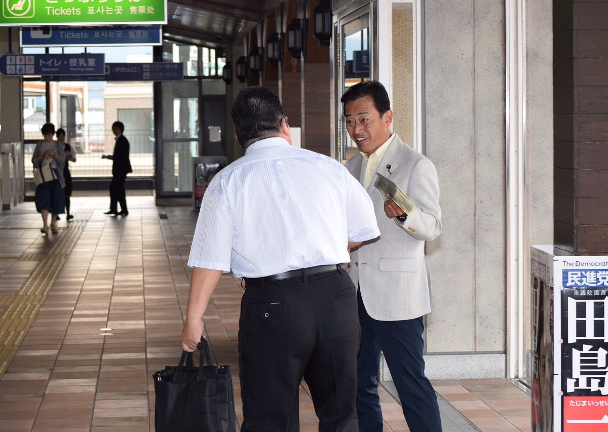 長浜駅立ち