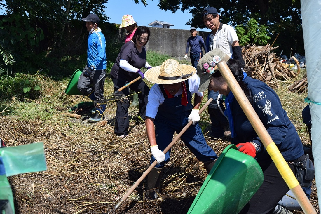琵琶湖岸清掃